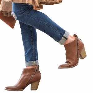 DV designed by dolce vita 8W Ankle Booties Cognac